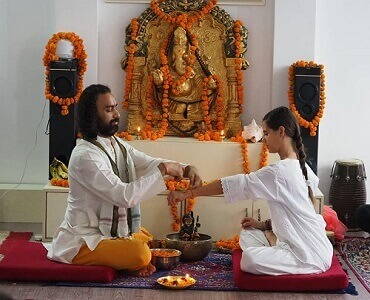 yoga-teachers-in-rishikesh-india